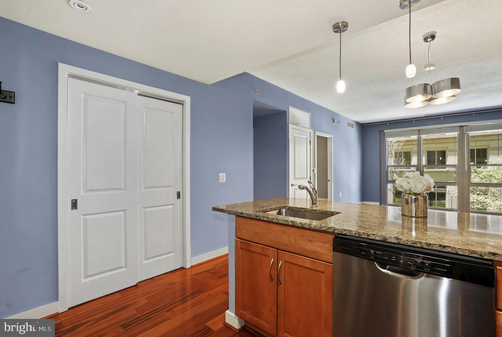 Kitchen Opens Beautifully to Living Room! - 888 N QUINCY ST #207, ARLINGTON