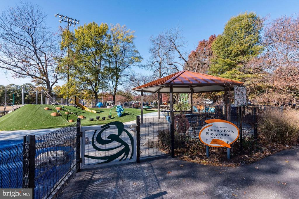 Quincy Park Playground! - 888 N QUINCY ST #207, ARLINGTON
