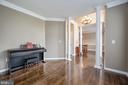 Living room view - 5 JAMESTOWN CT, STAFFORD