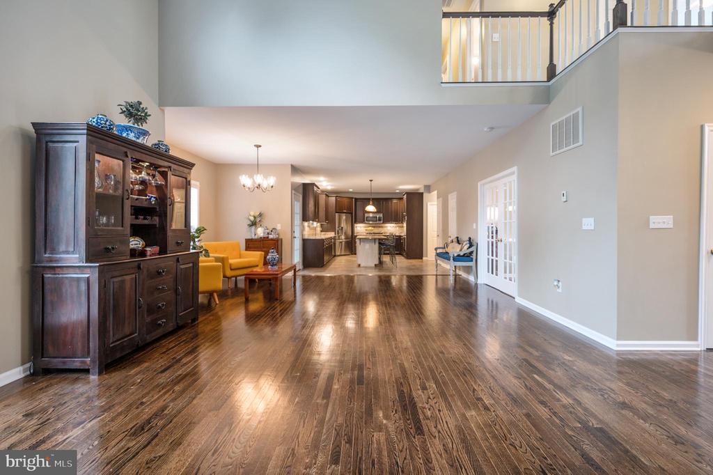 Stunning open floor plan, bump out 3 ft - 5 JAMESTOWN CT, STAFFORD