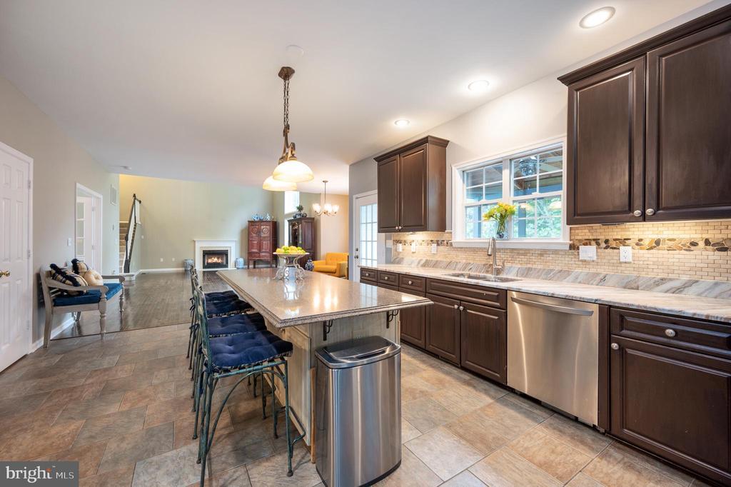 Recessed lighting in kitchen - 5 JAMESTOWN CT, STAFFORD