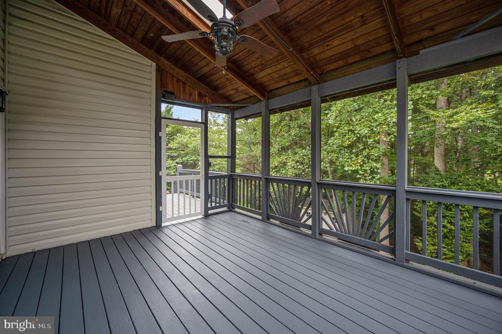 Screened in porch off kitchen - 5 JAMESTOWN CT, STAFFORD