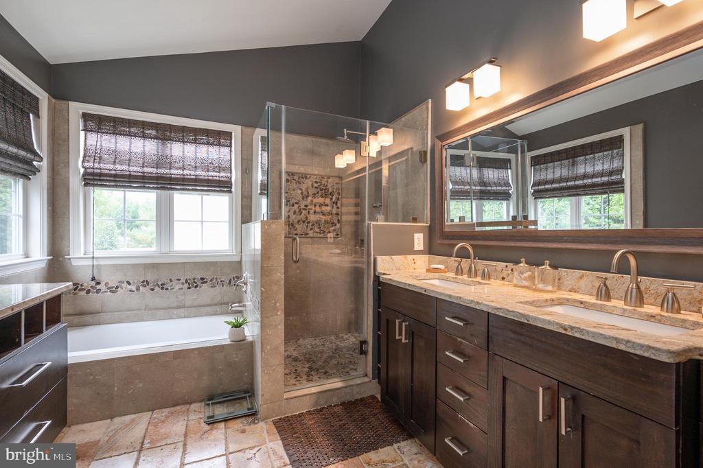 Italian tile work - double sink vanity - 5 JAMESTOWN CT, STAFFORD
