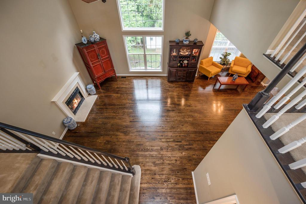 So much natural sunlight throughout this home - 5 JAMESTOWN CT, STAFFORD