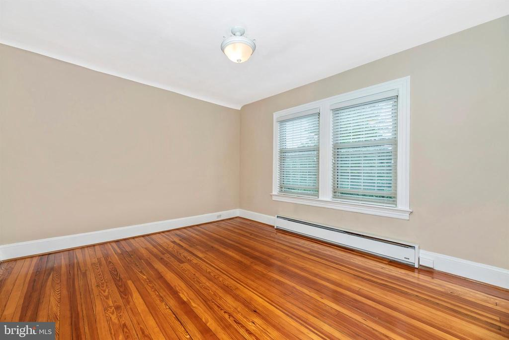 3rd Floor Apartment-Living Room - 316 W COLLEGE TER, FREDERICK