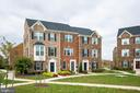 The home looks out onto a well manicured courtyard - 9903 NEW POINTE DR, UPPER MARLBORO