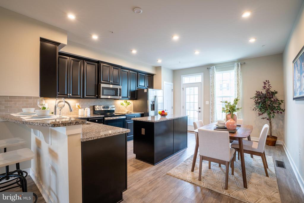 Beautiful, upgraded kitchen on the second floor - 9903 NEW POINTE DR, UPPER MARLBORO