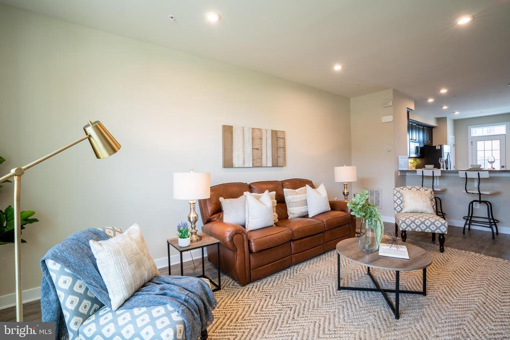 Living room - 9903 NEW POINTE DR, UPPER MARLBORO