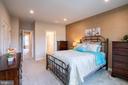 Roomy master bedroom - 9903 NEW POINTE DR, UPPER MARLBORO