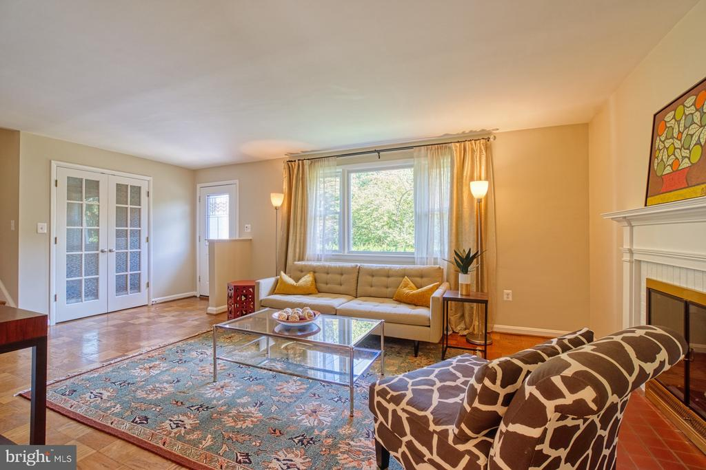 Large Living Space with Wood Burning Fireplace - 3130 VALLEY LN, FALLS CHURCH