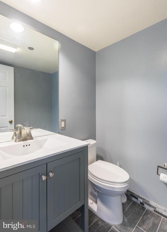Half bathroom - 1301 N COURTHOUSE RD #1711, ARLINGTON