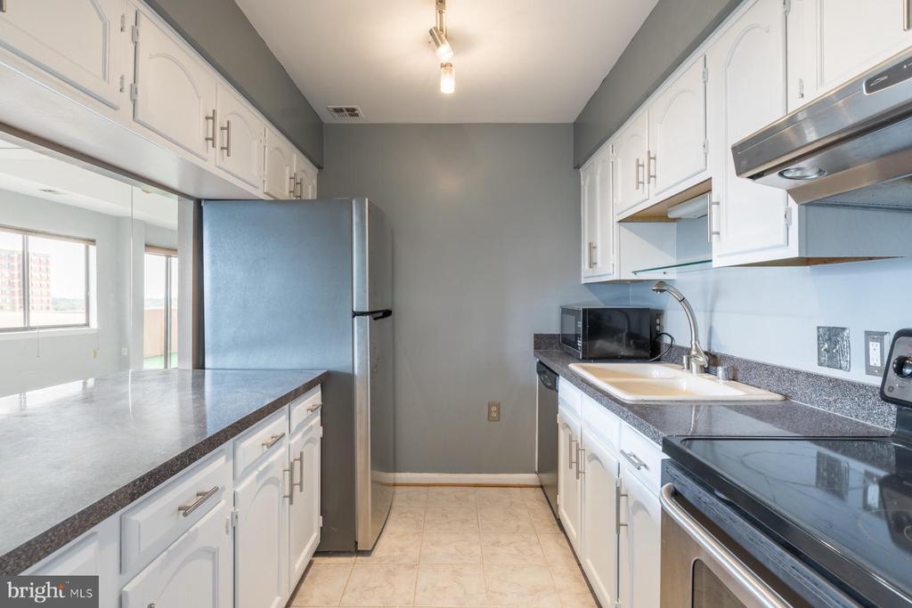Kitchen - 1301 N COURTHOUSE RD #1711, ARLINGTON