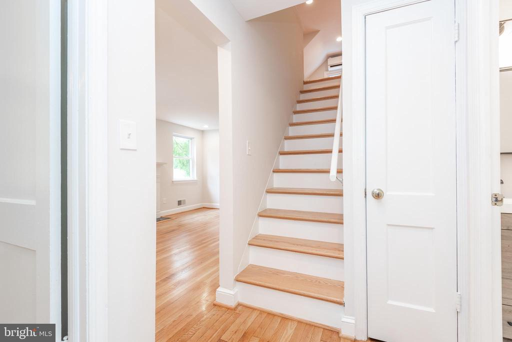 Staircase Up to Primary Bedroom & Sitting Area - 9113 WALDEN RD, SILVER SPRING