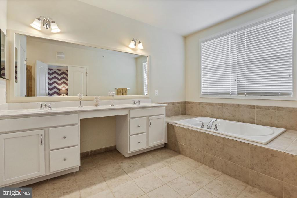 - 23550 HOPEWELL MANOR TER, ASHBURN