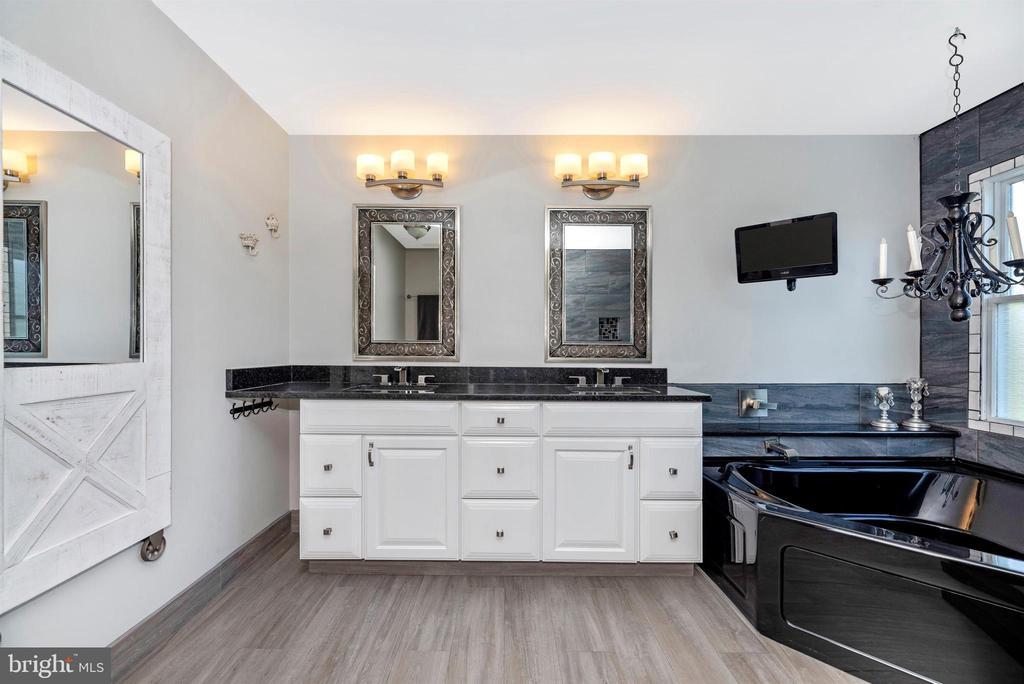 Owner's Bathroom - 8904 KNOLLWOOD WAY, FREDERICK