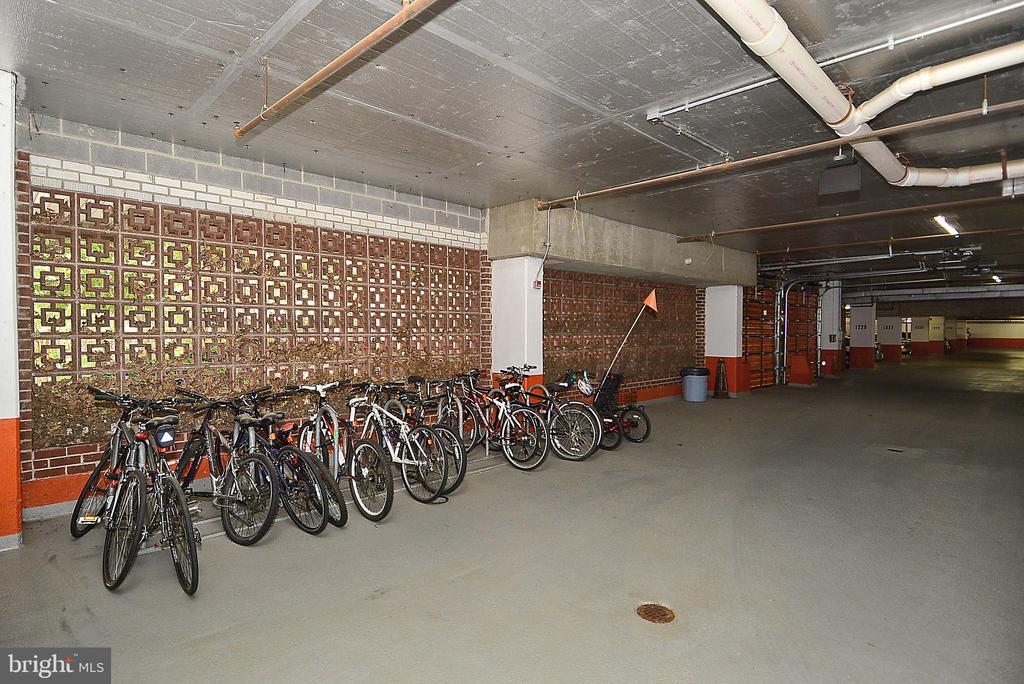 Plenty of bike storage - 1276 N WAYNE ST #805, ARLINGTON