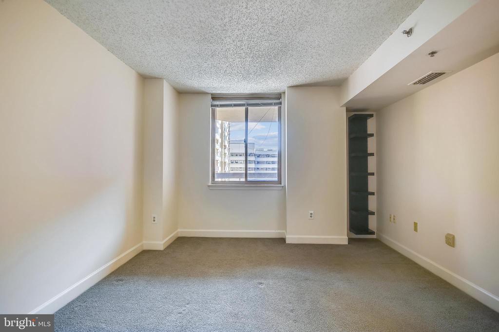 Bedroom with built in shelving - 1276 N WAYNE ST #805, ARLINGTON