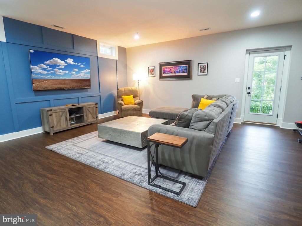 Waterproof vinyl plank flooring in basement - 2480 POTOMAC RIVER BLVD, DUMFRIES