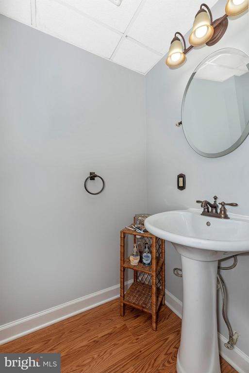 Powder Room - 808 KNOXVILLE RD, KNOXVILLE