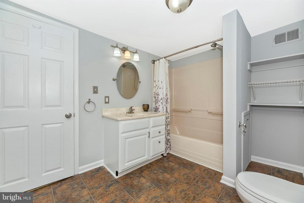 Upper Level Full Bathroom - 808 KNOXVILLE RD, KNOXVILLE