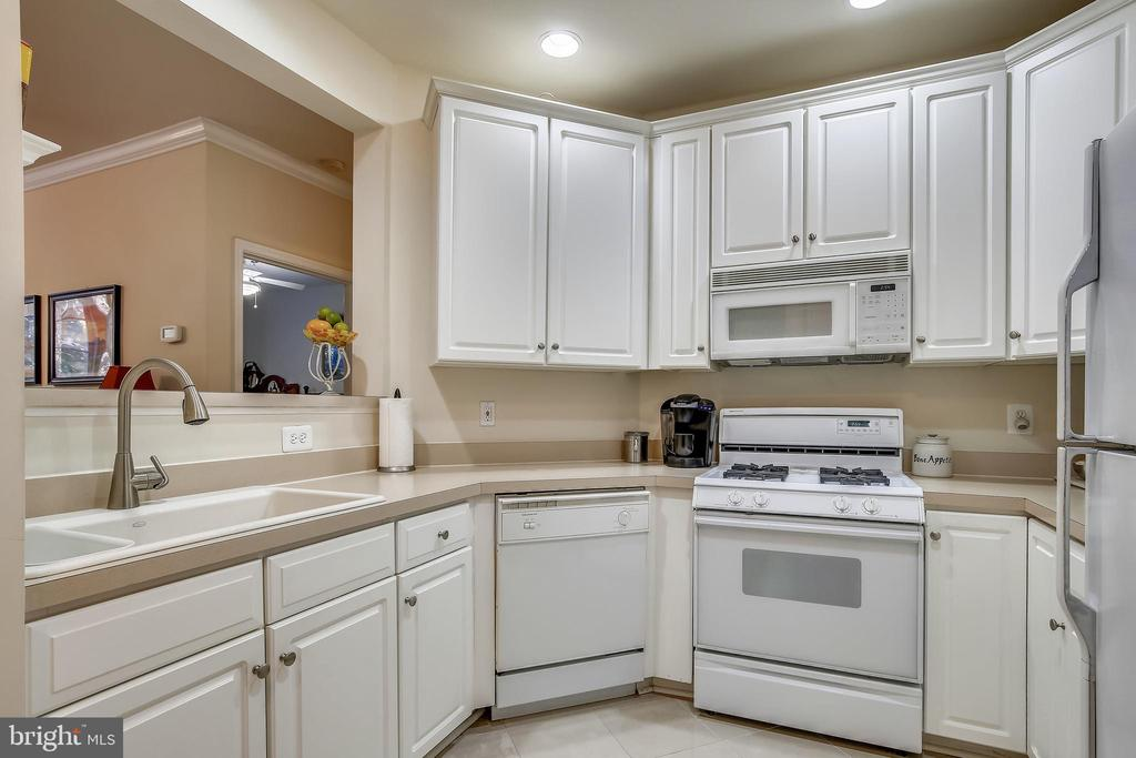 Kitchen - 1320 N WAYNE ST #208, ARLINGTON