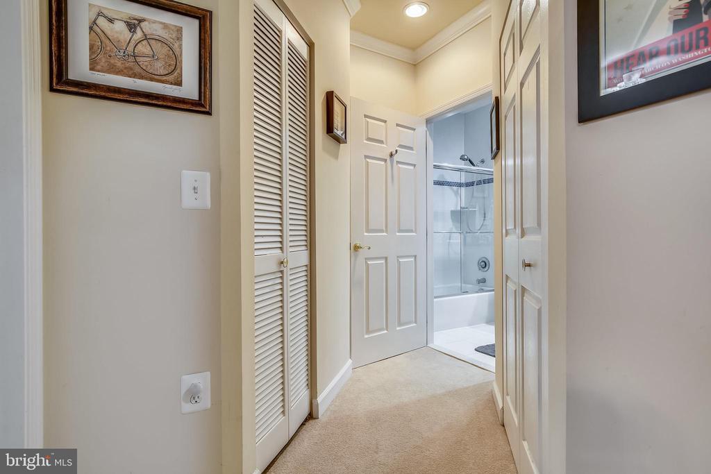Hallway - 1320 N WAYNE ST #208, ARLINGTON