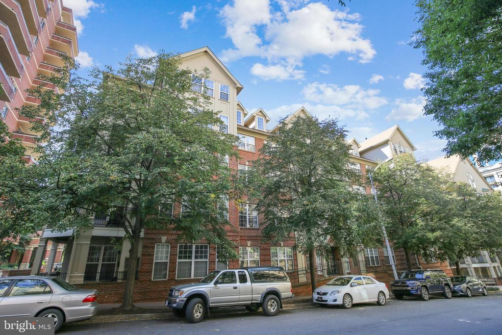 Side View - 1320 N WAYNE ST #208, ARLINGTON