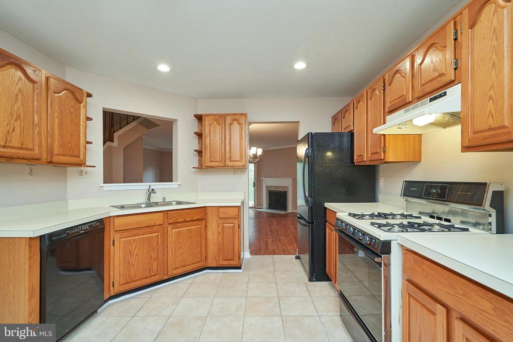 - 14107 COMPTON VALLEY WAY, CENTREVILLE