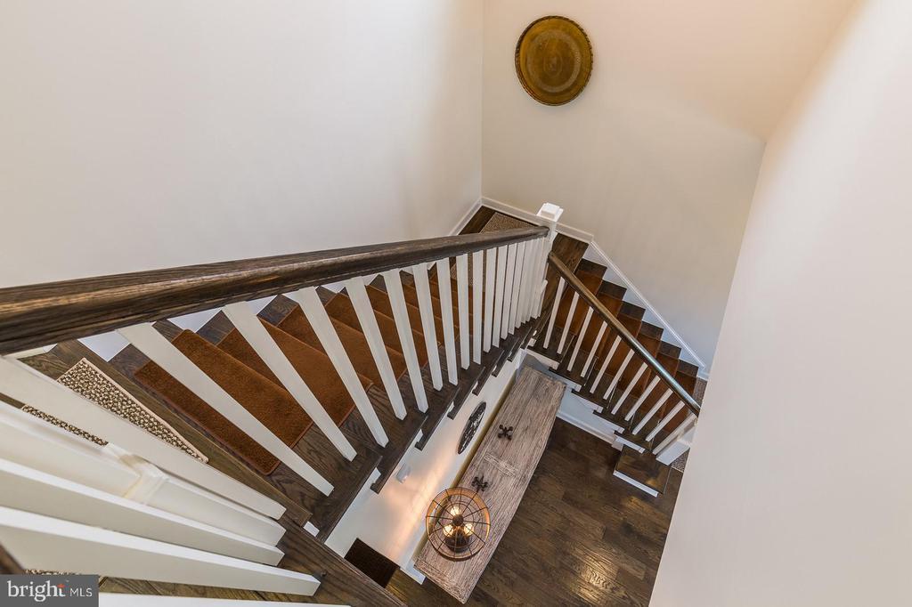 Hardwood steps - 16928 TAKEAWAY LN, DUMFRIES