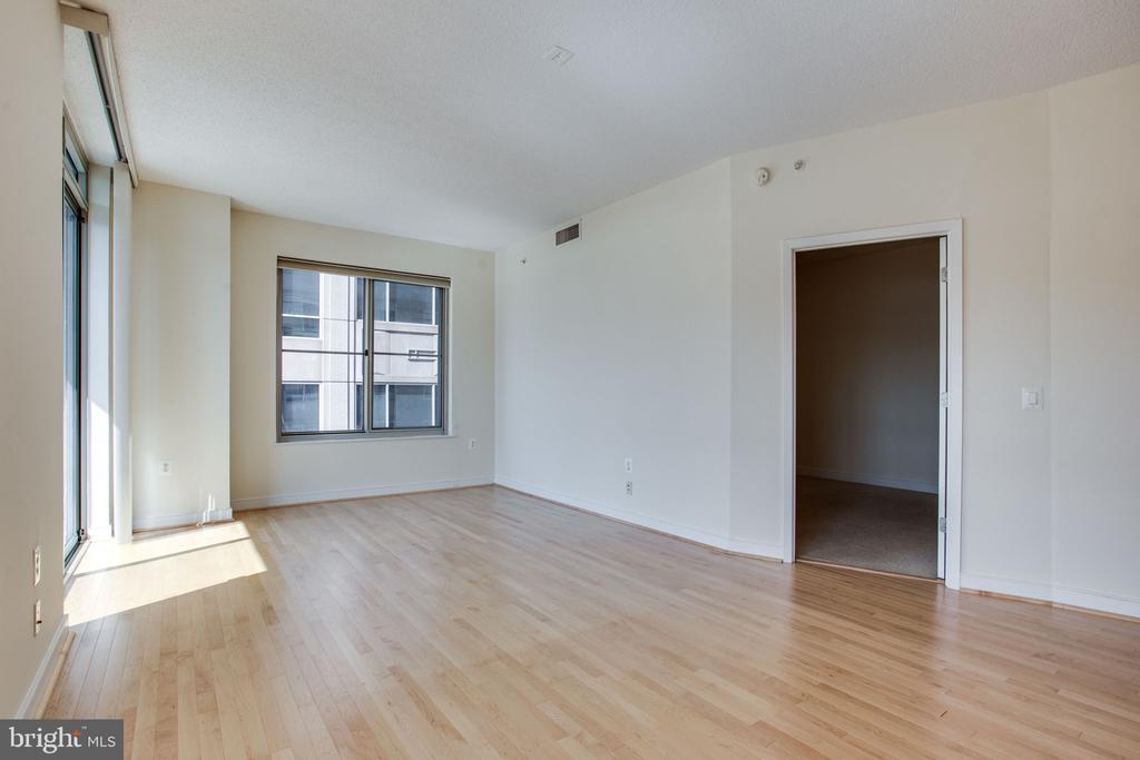 2nd bedroom  or office off main leving space - 820 N POLLARD ST #504, ARLINGTON
