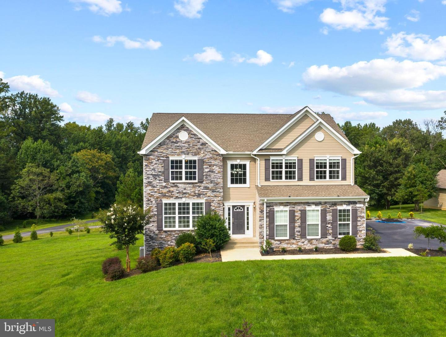 Single Family Homes per Vendita alle ore Huntingtown, Maryland 20639 Stati Uniti