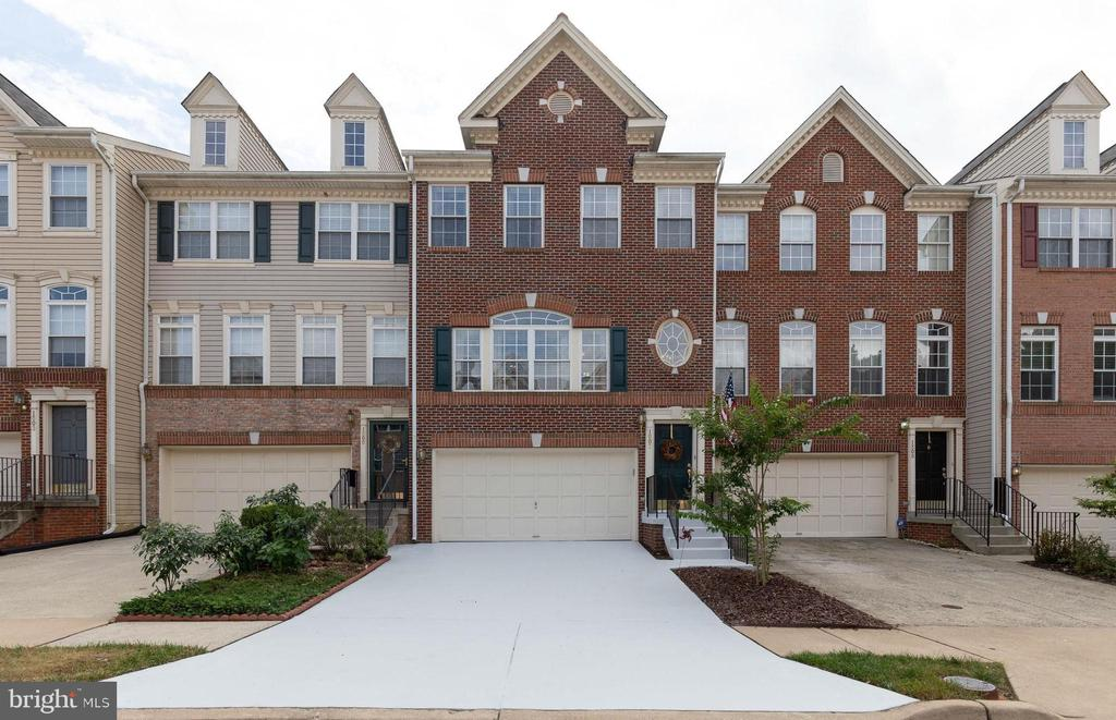 Welcome Home to Edwards Landing - 1507 SHIELDS TER NE, LEESBURG