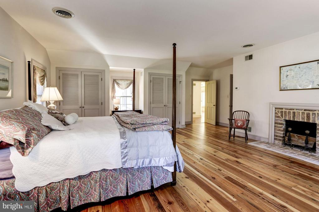 Master bedroom with fireplace - 8730 FOX GAP RD, MIDDLETOWN