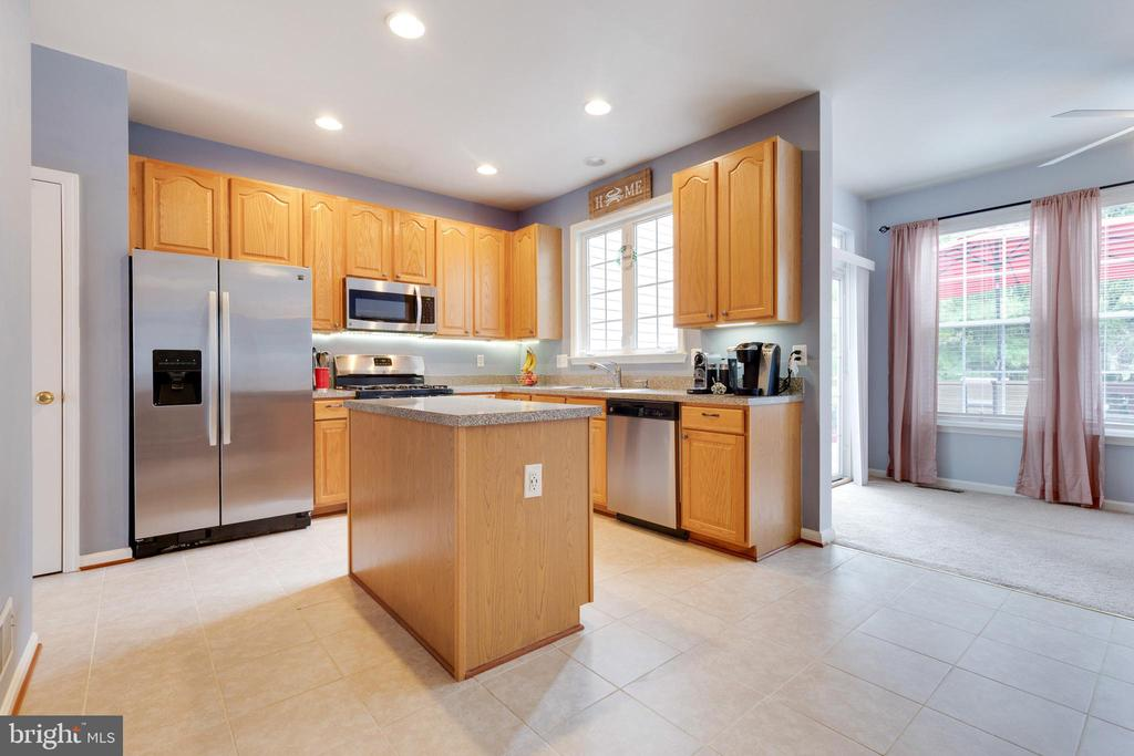 Kitchen with Island, Pantry & Stainless Appliances - 1507 SHIELDS TER NE, LEESBURG