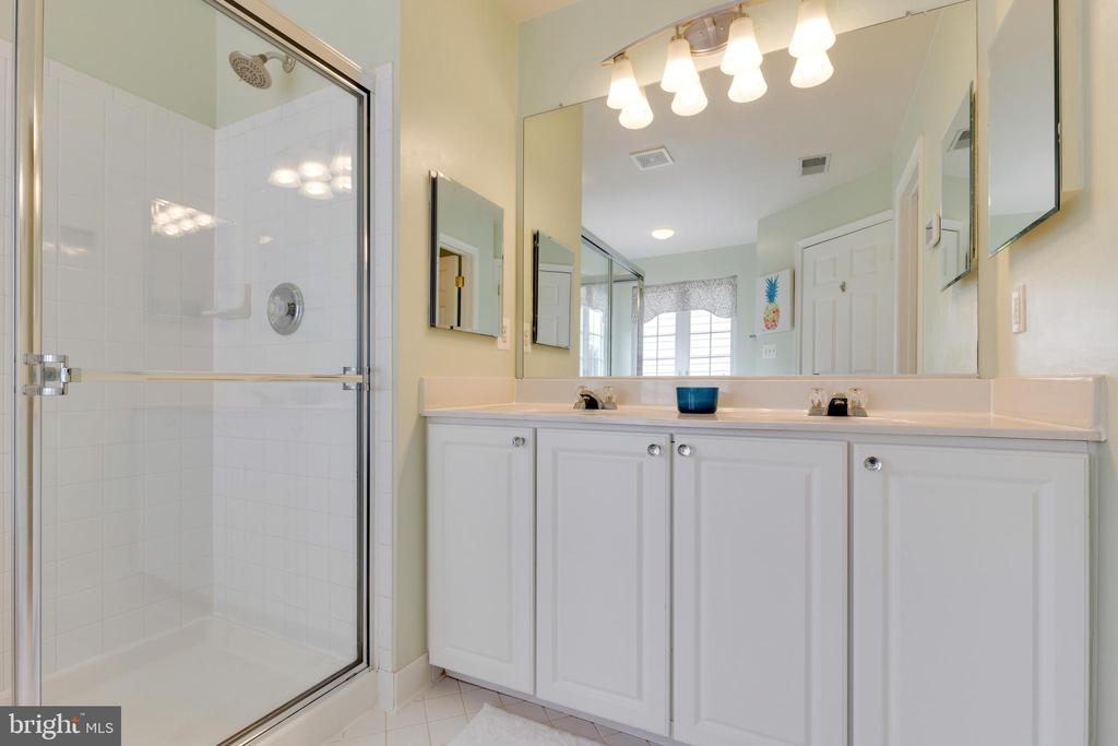 Primary Bathroom with Water Closet - 1507 SHIELDS TER NE, LEESBURG