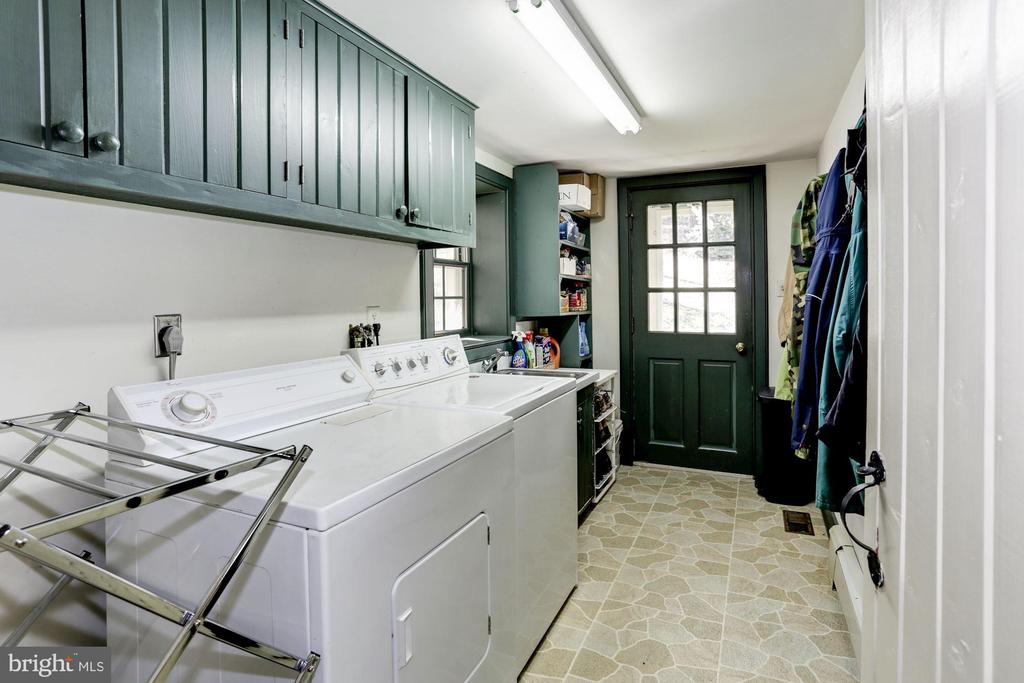 Separate laundry/mud room with outside entrance - 8730 FOX GAP RD, MIDDLETOWN
