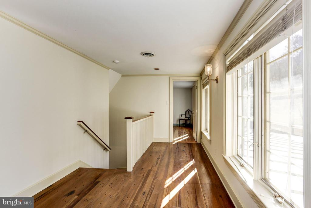 Hallway to third bedroom - 8730 FOX GAP RD, MIDDLETOWN