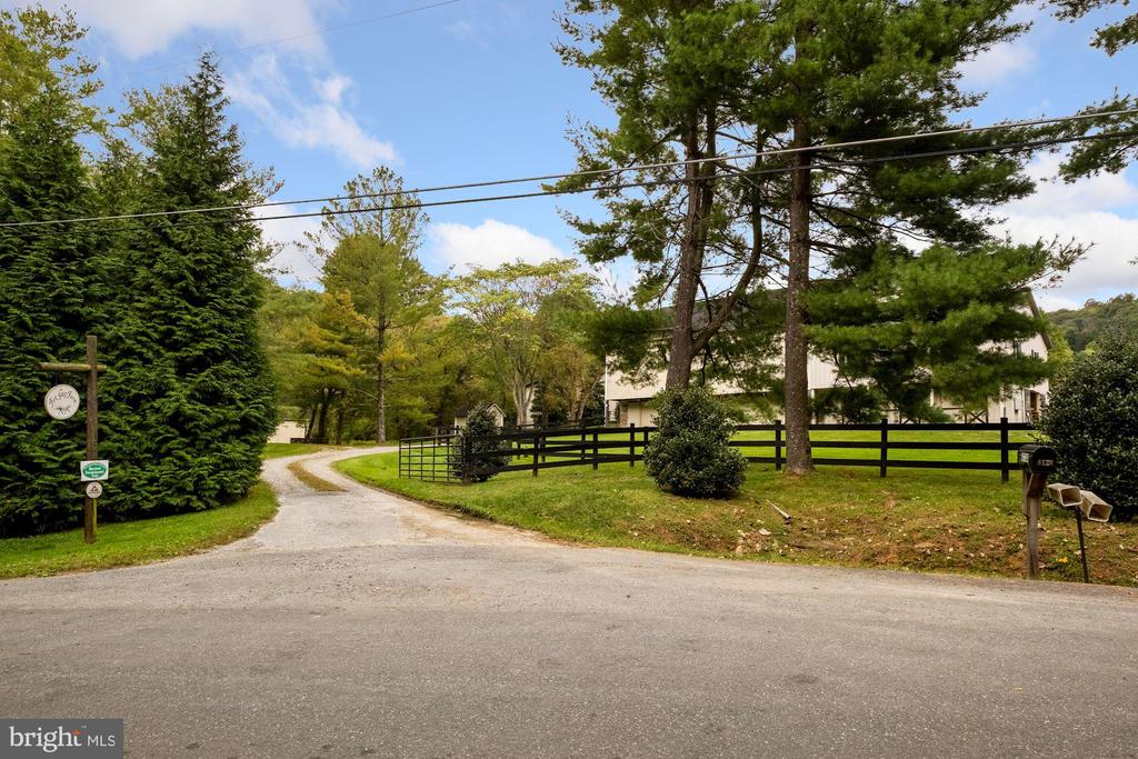 Entrance to bank barn/ stable - 8730 FOX GAP RD, MIDDLETOWN