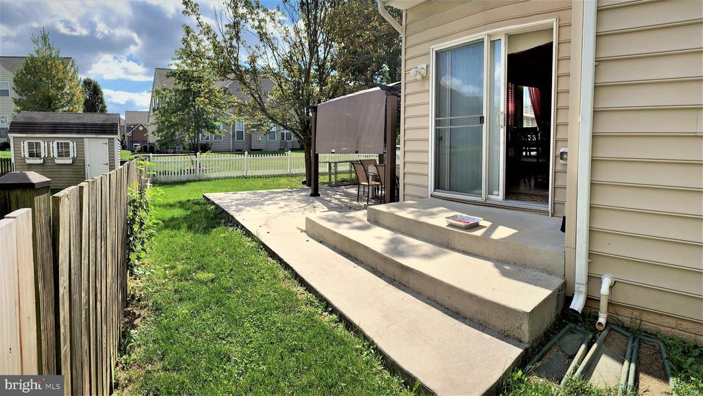 Patio side view - 1913 MORAN DR, FREDERICK