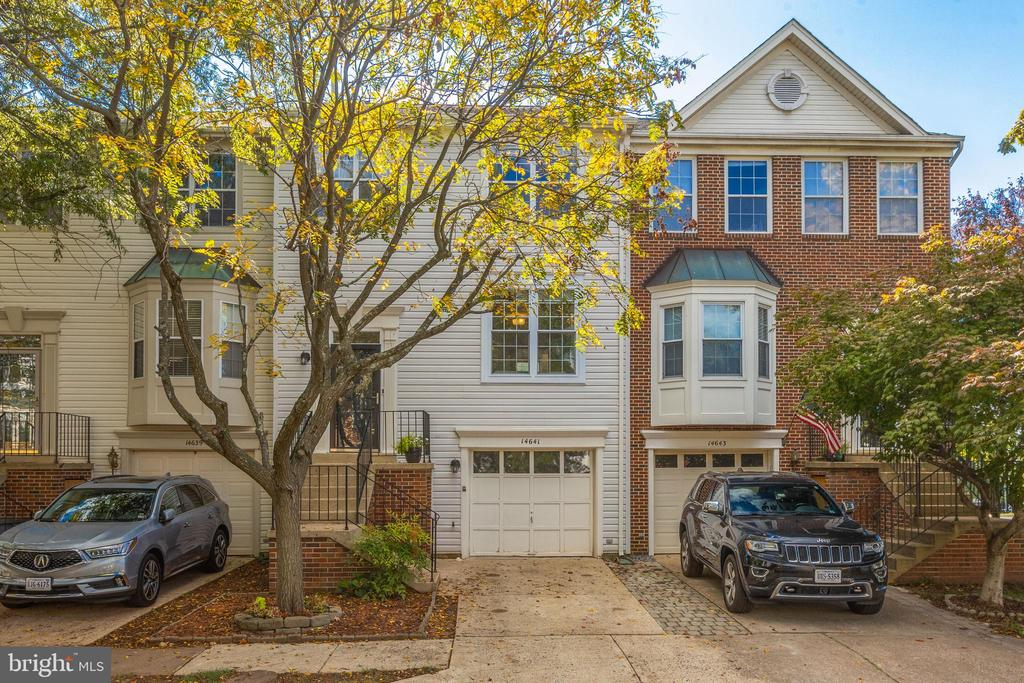 Turnkey Garage Townhome - 14641 STREAM POND DR, CENTREVILLE
