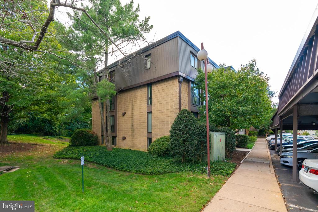 Side view of building - 5160 MARIS AVE #100, ALEXANDRIA