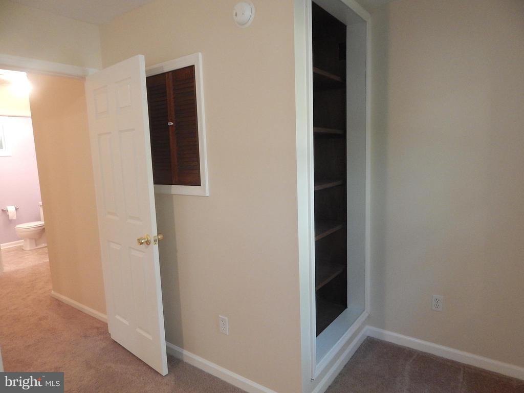 Second Bedroom has Built-in Shelves and Storage - 6012 BATTLEFIELD GREEN DR, FREDERICKSBURG