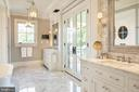 Bespoke master bath with private terrace - 7979 E BOULEVARD DR, ALEXANDRIA