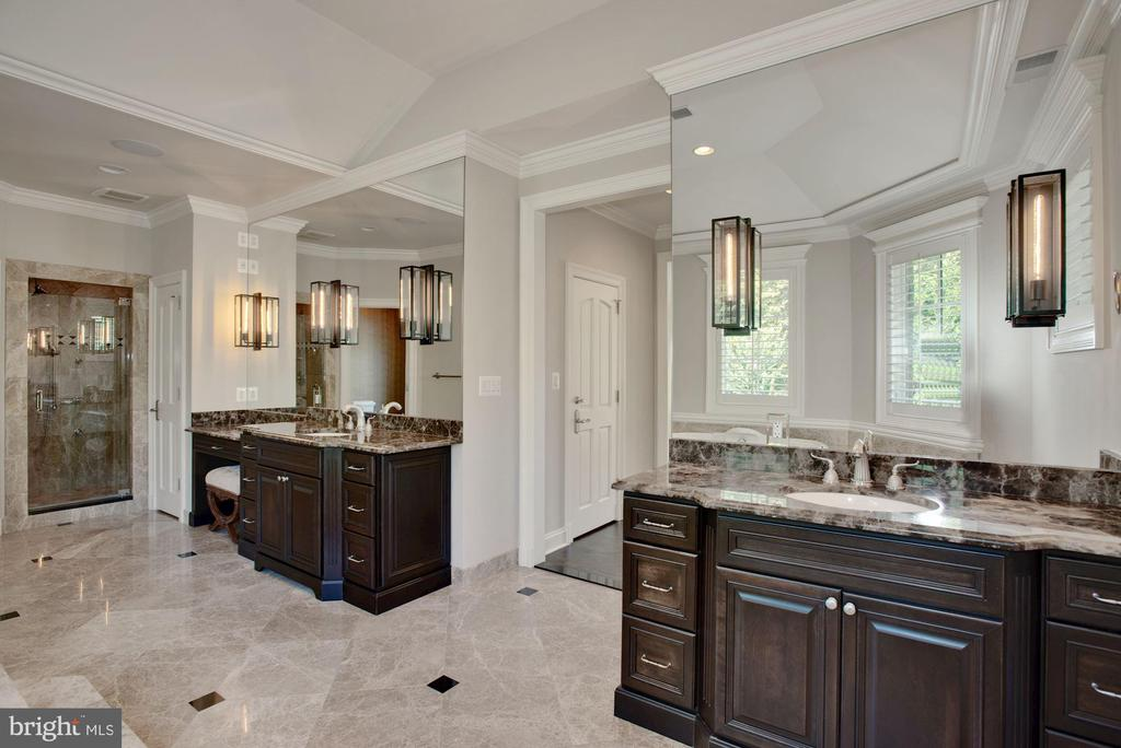 Master Bathroom - 7853 LANGLEY RIDGE RD, MCLEAN