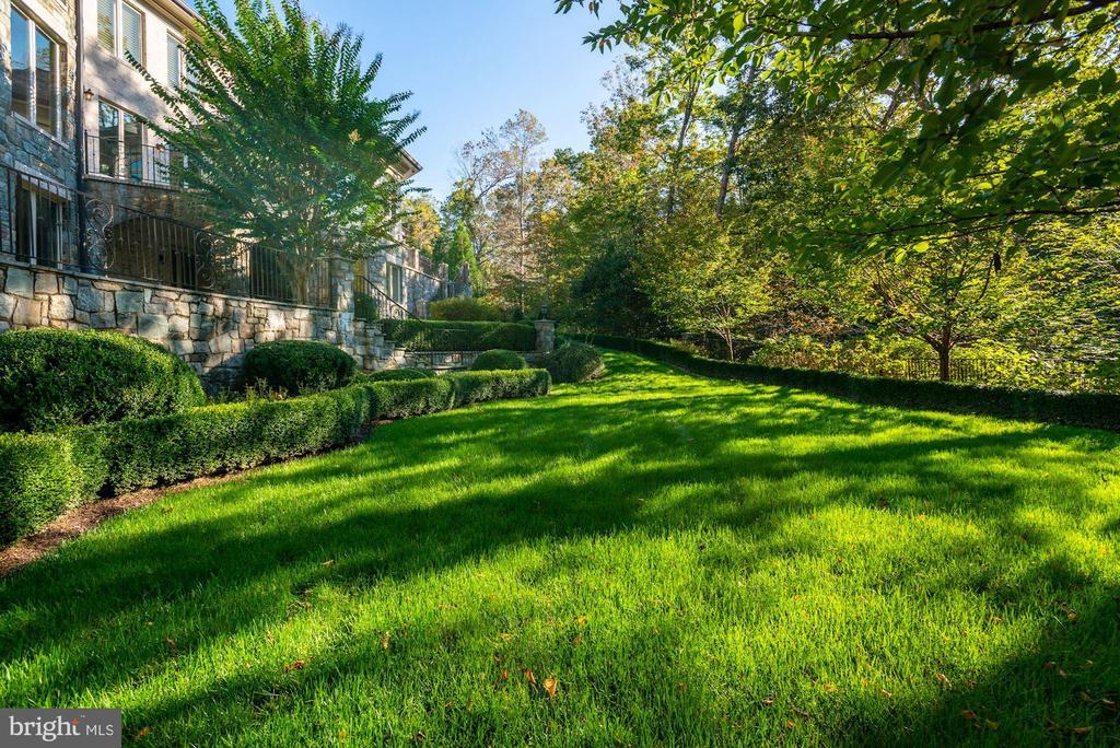 Lush Gardens - 7853 LANGLEY RIDGE RD, MCLEAN