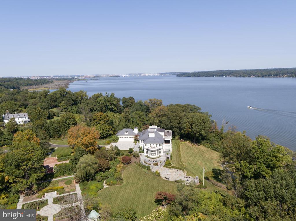16.5 acre estate - 7979 E BOULEVARD DR, ALEXANDRIA