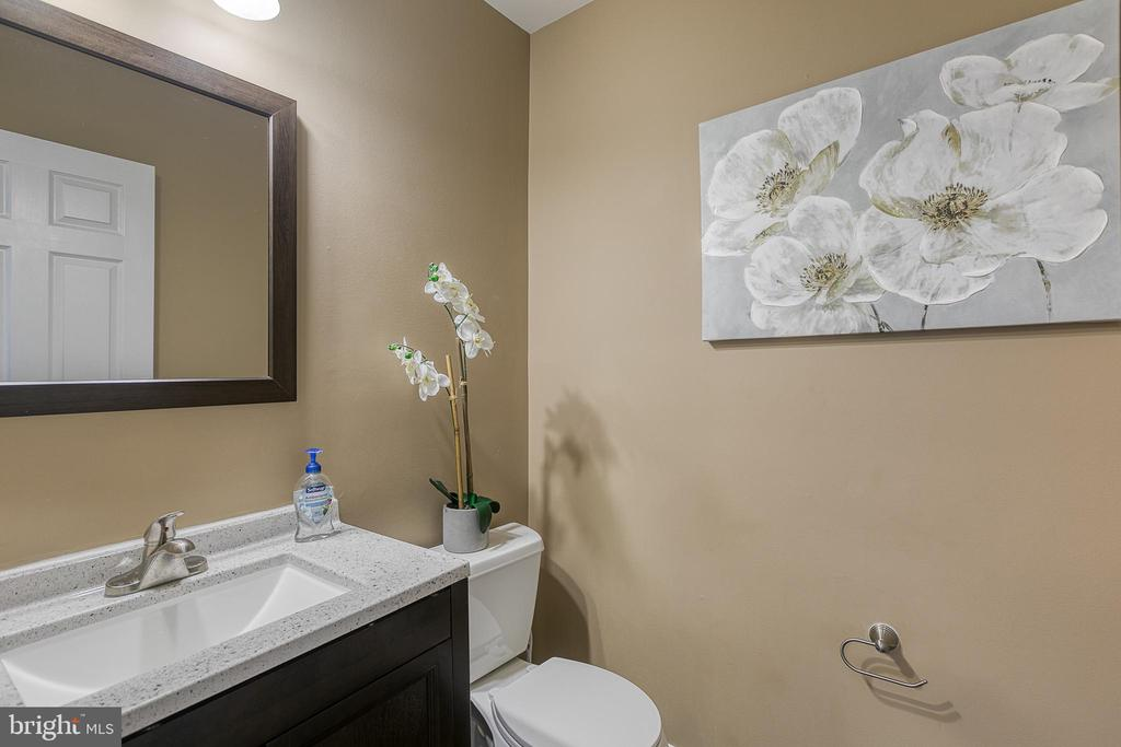 Main level half bath - 116 CHRISWOOD LN, STAFFORD