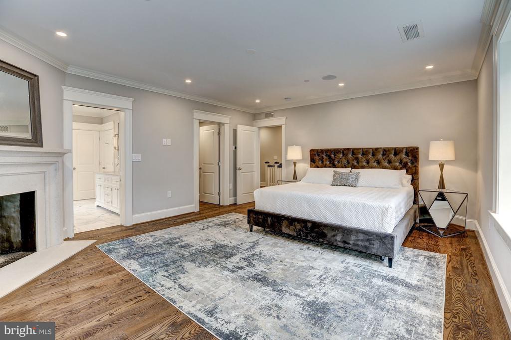 The Master Bedroom - 216 8TH ST NE #1, WASHINGTON