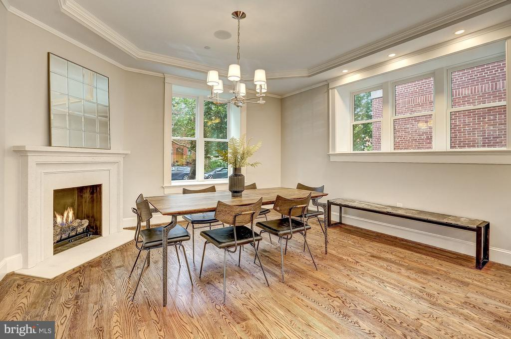 Dining Area with Fireplace - 216 8TH ST NE #1, WASHINGTON