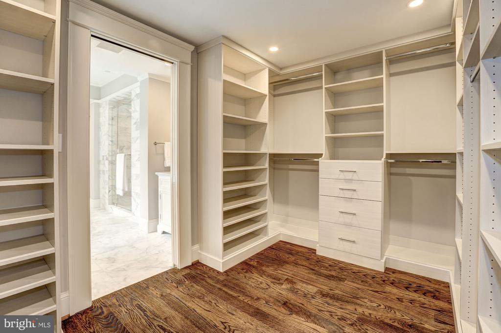 Complete with Built-Ins - 216 8TH ST NE #B, WASHINGTON